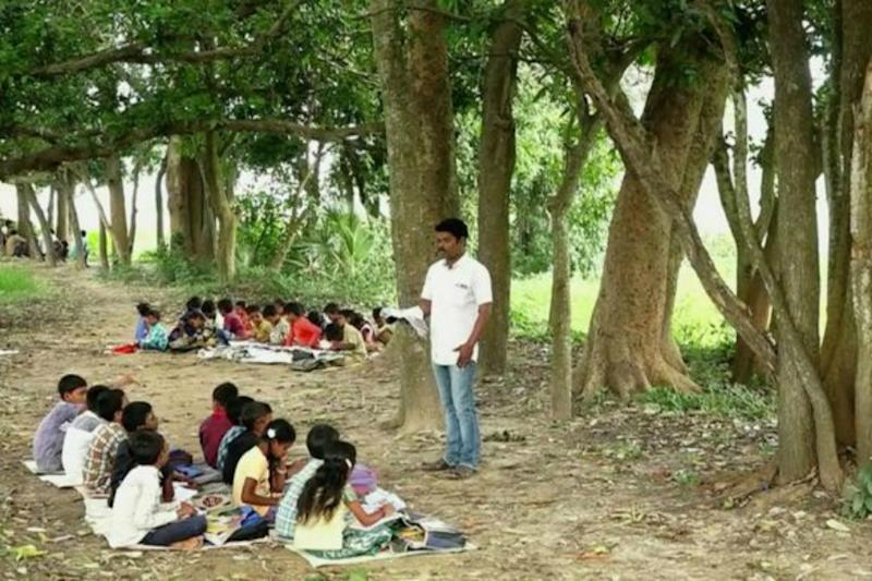 With No Building Since 3 Years, Students of Primary School in Andhra Forced to Study in Open Fields