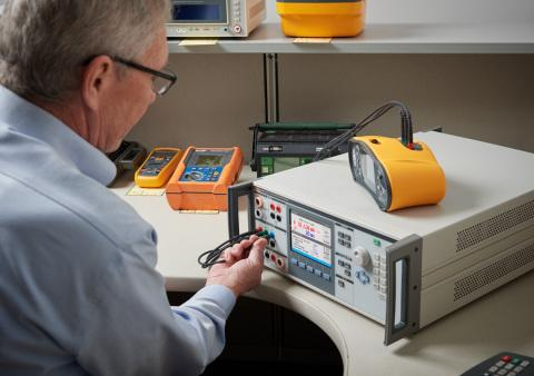 Fluke Calibration 5322A Electrical Tester Calibrator Helps