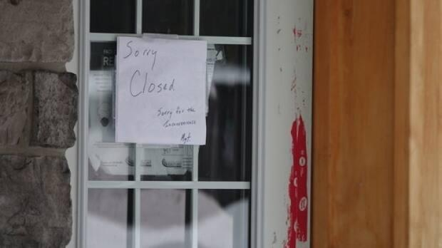Authorities have traced COVID-19 cases connected to The Thirsty Moose, a restaurant in Carleton Place, Ont., back to an earlier residential gathering. The restaurant is now closed. (Francis Ferland/CBC - image credit)