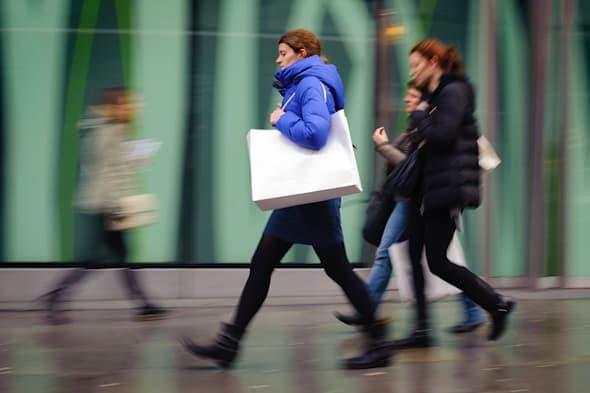 Embargoed to 0001 Tuesday April 15File photo dated 17/01/14 of shoppers carrying shopping bags on Oxford Street, in central London as high streets suffered a second month in a row of falling retail sales last month but a better performance from clothing put a silver lining on the gloom. PRESS ASSOCIATION Photo. Issue date: Tuesday April 15, 2014. Like-for-like sales dropped by 1.7% in March compared with the same period in 2013, with the later timing of Easter this year blamed for the fall, according to figures from the British Retail Consortium (BRC). The timing of Easter also deepened the ongoing declines being suffered by embattled grocery retailers. See PA story ECONOMY Retail. Photo credit should read: Dominic Lipinski/PA Wire
