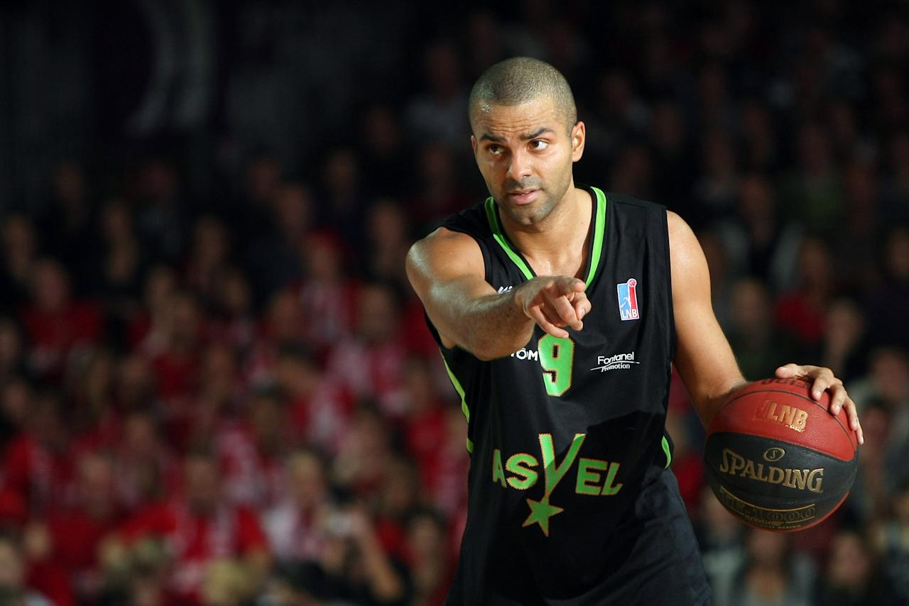 ASVEL's Tony Parker of France in action during his French ProA basketball match against Cholet in Cholet, western France, Saturday, Oct. 29, 2011. Vice President of the club, Parker will play with the ASVEL team during the NBA lockout. (AP Photo/Vincent MICHEL)
