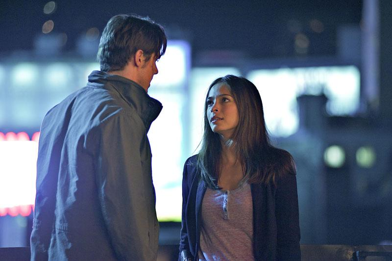 """Jay Ryan as Vincent and Kristin Kreuk as Catherine in the """"Beauty and the Beast"""" episode, """"Proceed With Caution."""""""