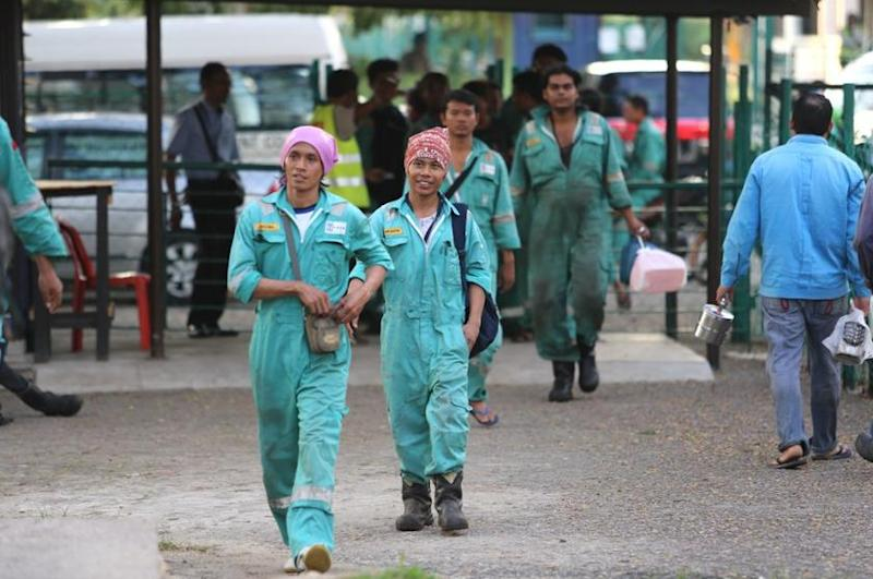 the foreign workers in malaysia economics essay Many policy steps have been taken regarding the foreign workers being employed in malaysia, for monitoring their employment in sectors of the economy facing the need for them, and to keeping illegal foreign workers from breaking in.