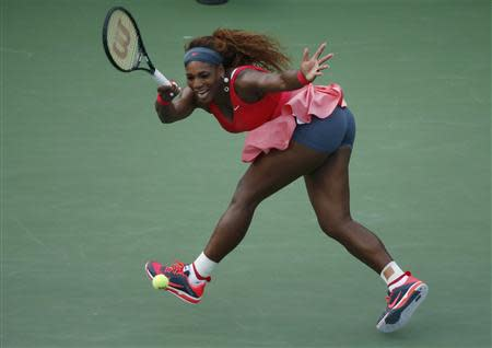 Serena Williams of the U.S. hits a return to compatriot Sloane Stephens at the U.S. Open tennis championships in New York September 1, 2013. REUTERS/Eduardo Munoz