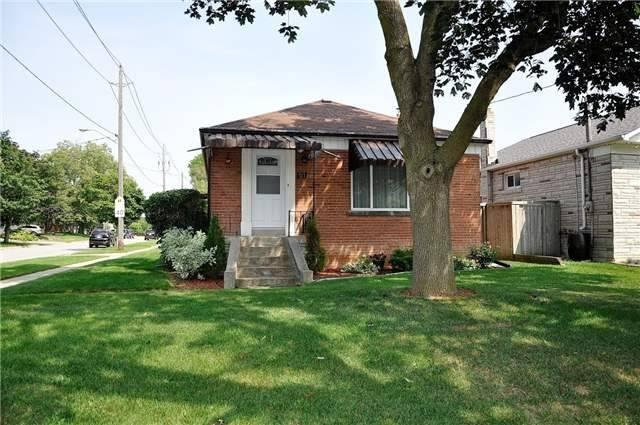 "<p><a rel=""nofollow"">81 Charleston Rd., Toronto, Ont.</a><br /> Location: Toronto, Ontario<br /> List Price: $998,000<br /> (Photo: Zoocasa) </p>"