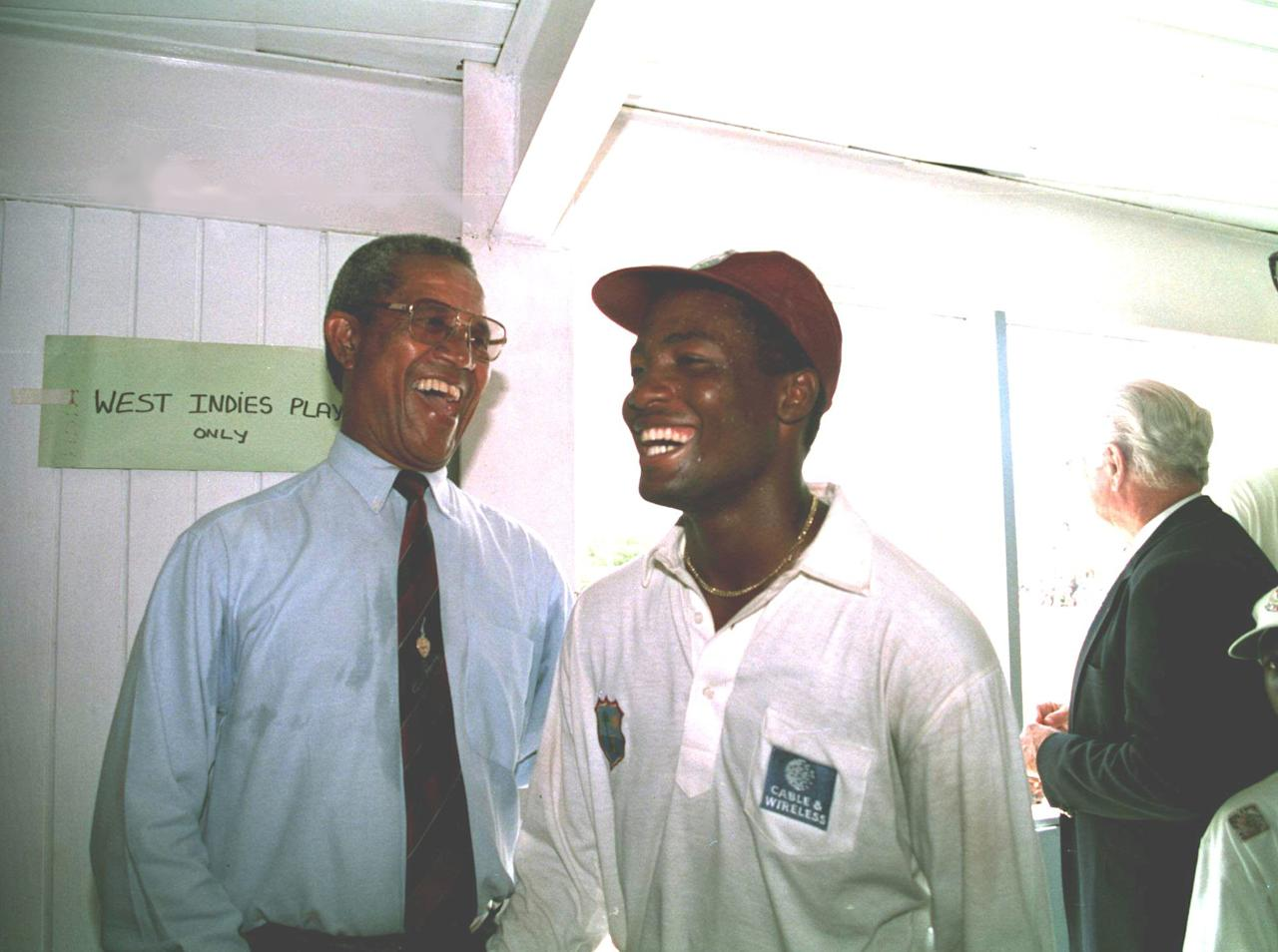 18 APR 1994:  ENGLAND V WEST INDIES, FIFTH TEST, ANTIGUA.  BRIAN LARA CREATES CRICKET HISTORY BY BEATING SIR GARFIELD SOBERS TEST INNINGS RECORD OF 365 WITH A HOOK OFF CHRIS LEWIS FOR FOUR  AT THE RECREATION GROUND, ST JOHNS. SIR GARY SOBERS AND BRIAN LARA TOGETHER IN THE WEST INDIES DRESSING ROOM.   Mandatory Credit: Ben Radford/ALLSPORT