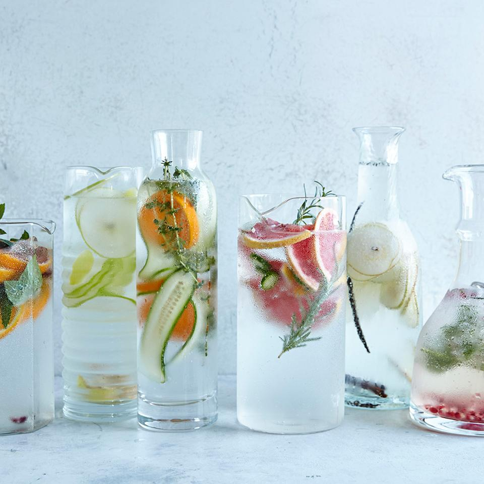 <p>Place ingredients in a mason jar, and fill it up with chilled water. Stir gently, cover, and refrigerate at least 1 hour (longer for more intense flavour). Store in refrigerator up to 3 days. Drink up! </p>