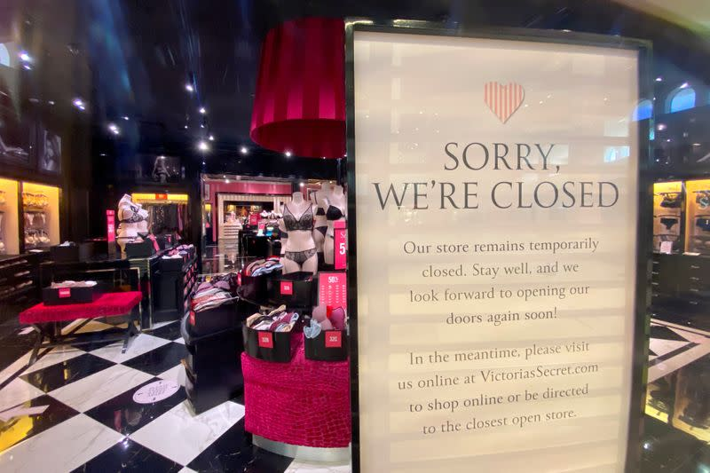 FILE PHOTO: California closes indoor shopping malls as it pulls back from opeing due to sharp rise in positive coronavirus tests