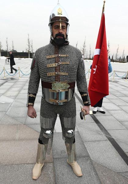 A soldier wearing a former Turkish state military uniform is at the Presidential Palace in Ankara, on January 15, 2015 (AFP Photo/Adem Altan)