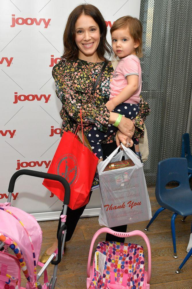 Marla Sokoloff and daughter Olive