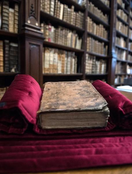 A copy of William Shakespeare's First Folio, a collection of some of his plays published in 1623 is displayed in the library in the northern French town of Saint-Omer, November 25, 2014 (AFP Photo/Denis Charlet)