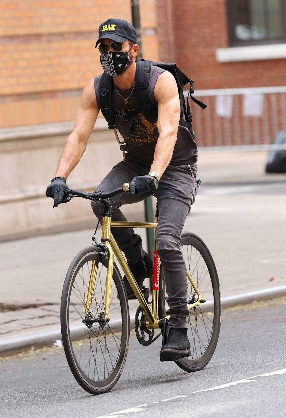 <p>Justin Theroux takes his bike for a ride through New York City on Thursday.</p>