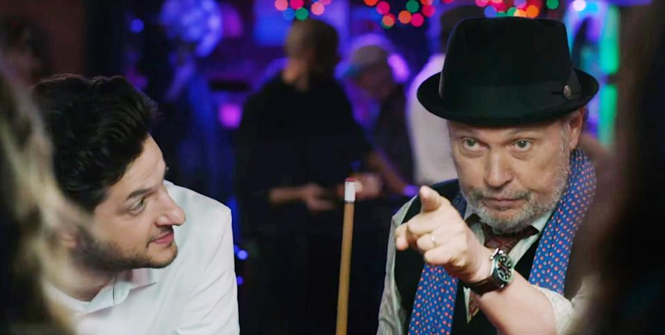 Billy Crystal and Ben Schwartz star in 'Standing Up, Falling Down' (Photo: Shout! Studios / courtesy Everett Collection)