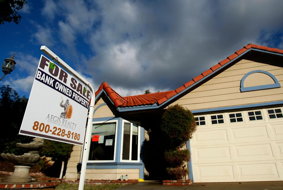 A foreclosed home is shown in Corona, California, in this December 18, 2008 file photo. California's tortured real estate market has brought heartbreak and ruin, but some investors, speculators and first-time home buyers are also finding opportunities - a silver lining in the Golden State's epic housing crash.  To match feature CALIFORNIA-PROPERTY/   REUTERS/Lucy Nicholson/Files   (UNITED STATES)