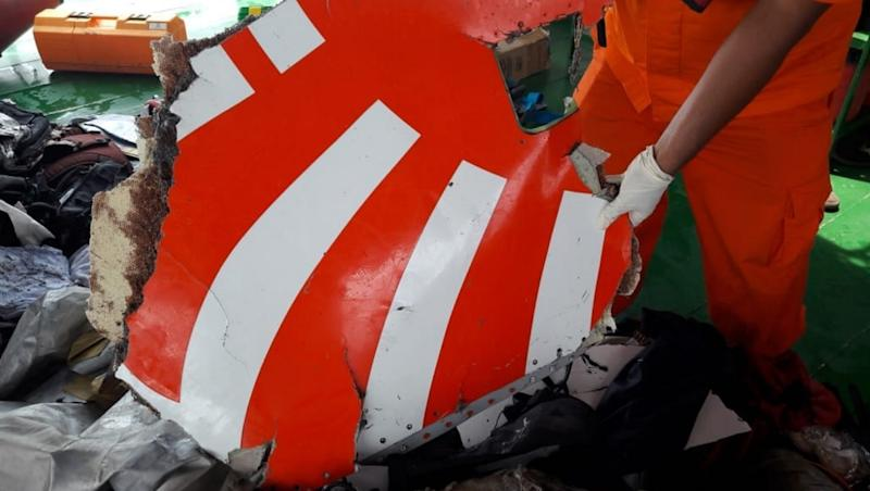 Lion Air flight JT-610 Crash: All 189 On board Feared Dead as Divers Bring up Remains of Passengers