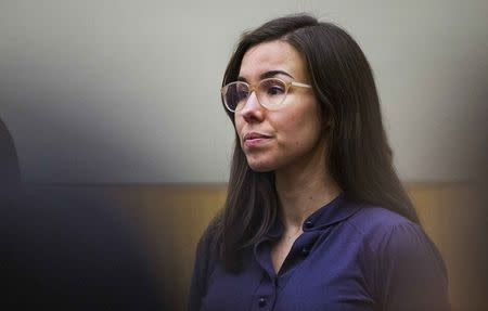 Jodi Arias looks toward the jury entering the courtroom during the sentencing phase retrial in Phoenix March 3, 2015.  REUTERS/Tom Tingle/Pool