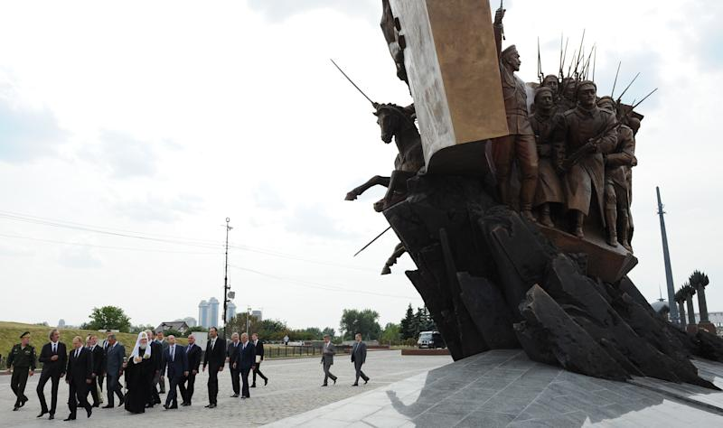 Russian President Vladimir Putin (3rd-L) and Russian officials attend a ceremony in Moscow to unveil a monument marking the 100th anniversary of the start of Wolrd War I on August 1, 2014