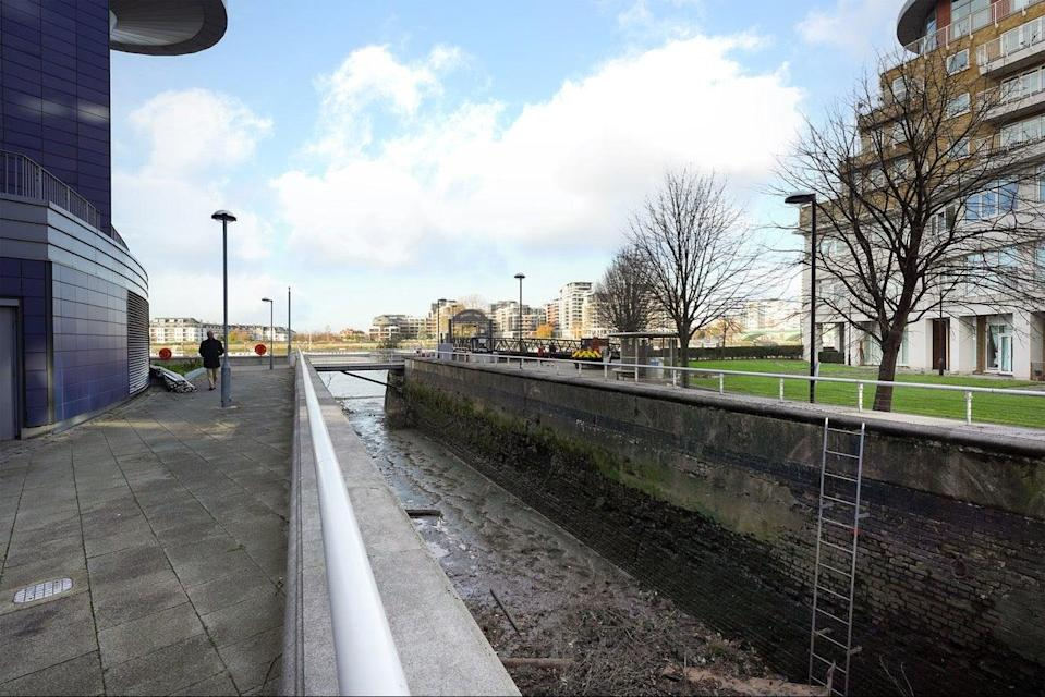 <p>Oyster Wharf Dock: the rare private dock has planning permission for a 1,722 sq ft floating home</p> (Radstock Property)