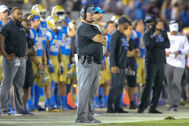"UCLA is 0-3 and the father of quarterback <a class=""link rapid-noclick-resp"" href=""/ncaaf/players/293346/"" data-ylk=""slk:Dorian Thompson-Robinson"">Dorian Thompson-Robinson</a> is not happy with Chip Kelly. (Getty)"