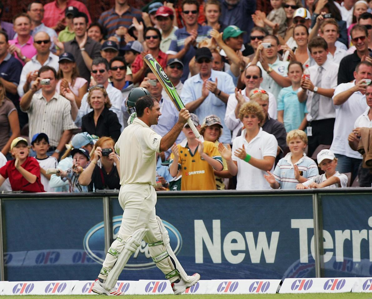 SYDNEY, NSW - JANUARY 06:  Ricky Ponting of Australia acknowledges the crowd after the winning runs during day five of the Third Test between Australia and South Africa played at the SCG on January 6, 2006 in Sydney, Australia.  (Photo by Hamish Blair/Getty Images)
