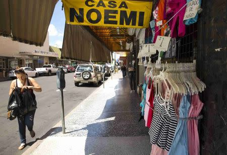 Shops and businesses catering to the border community are seen in central Nogales, Arizona, June 25, 2014. REUTERS/Nancy Wiechec