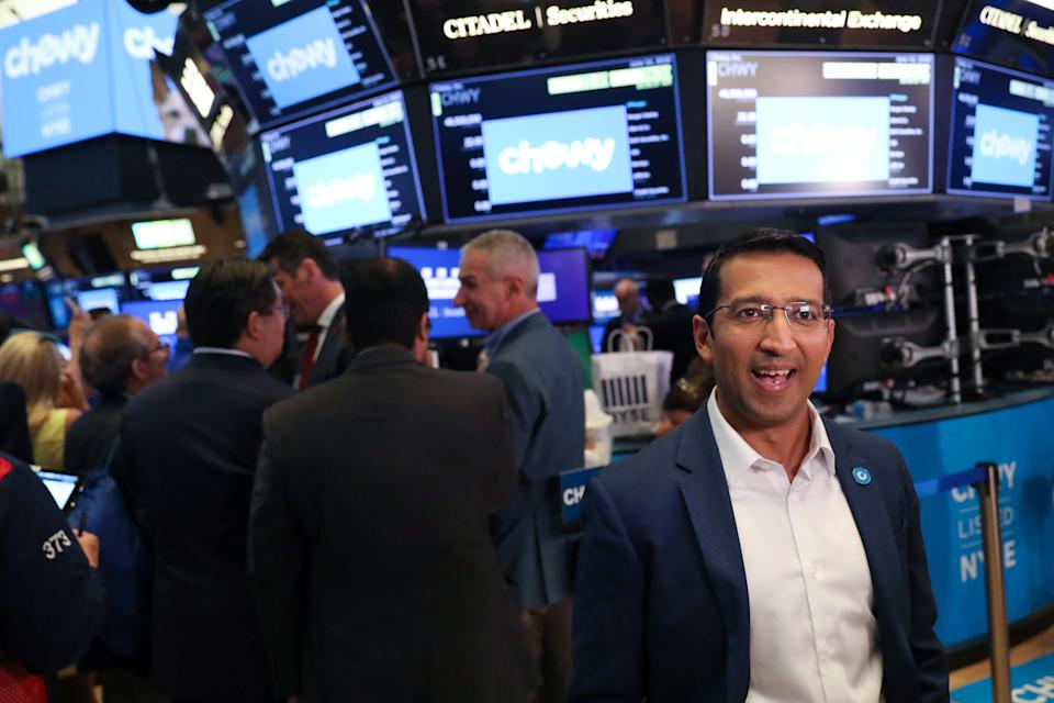 Chewy's CEO Sumit Singh is interviewed in the trading room on the morning of his company's IPO on the New York Stock Exchange (NYSE) in New York, United States, June 14, 2019. REUTERS / Andrew Kelly