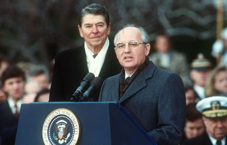 Then Soviet leader Mikhail Gorbachev (R) and US President Ronald Reagan during welcoming ceremonies at the White House on the first day of their disarmament summit on December 8, 1987