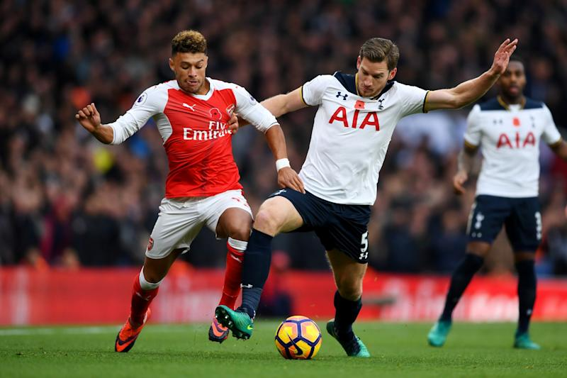 Alex Oxlade-Chamberlain of Arsenal and Jan Vertonghen of Tottenham Hotspur battle for possession during the Premier League derby between Arsenal and Tottenham Hotspur