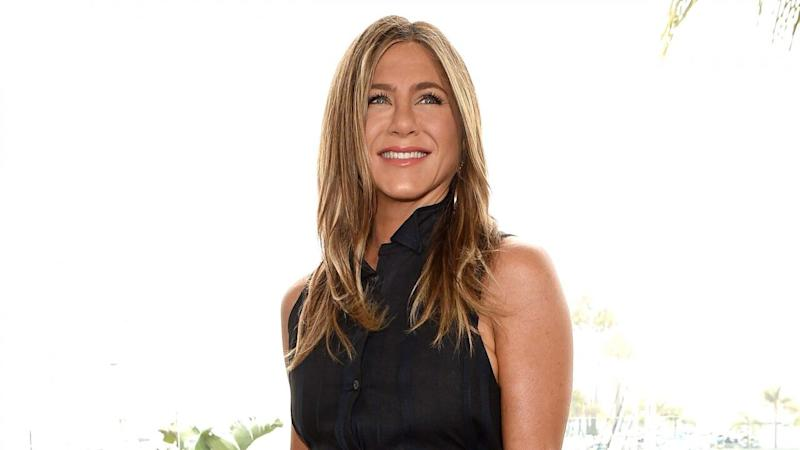 Jennifer Aniston Posts First Throwback Thursday Pic to the Delight of Her Famous Friends