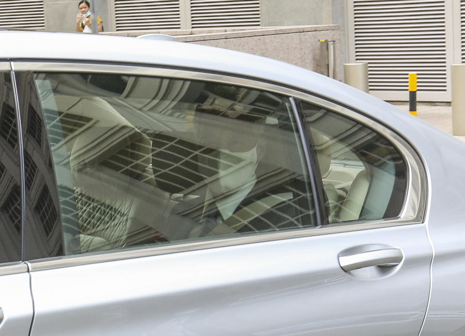 PM Lee arriving in a car on 30 November. (PHOTO: Yahoo News Singapore/Wee Teck Hian)
