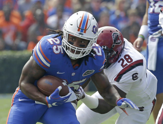 "Florida running back <a class=""link rapid-noclick-resp"" href=""/ncaaf/players/255030/"" data-ylk=""slk:Jordan Scarlett"">Jordan Scarlett</a> (25) is one of four suspended players back with the team. (AP Photo/John Raoux)"