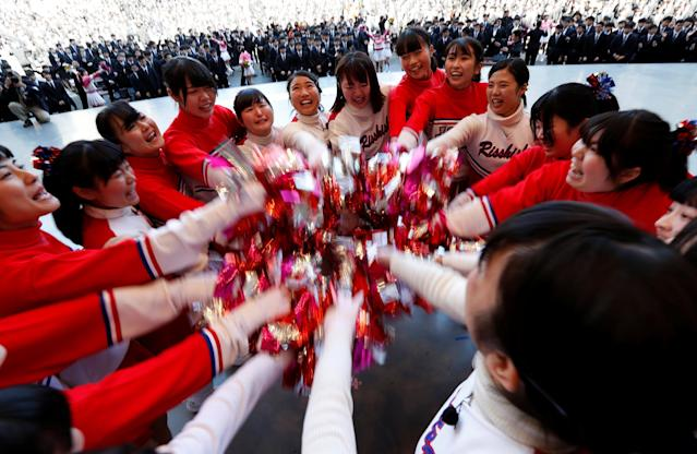 Cheerleaders cheer up college students during a pep rally organized to boost their morale ahead of their job hunt in Tokyo, Japan, March 1, 2018. REUTERS/Issei Kato