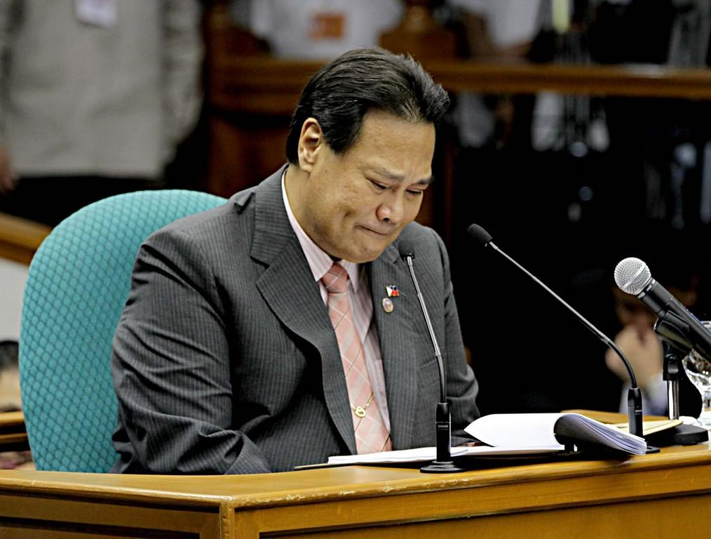 "Chief Justice Renato Corona breaks down while relating how he and his family achieved their wealth. (NPPA Images)<br><br><a target=""_blank"" href=""http://ph.news.yahoo.com/corona-to-impeachment-court--i-am-innocent.html"">Story: Corona 'walks out'</a>"