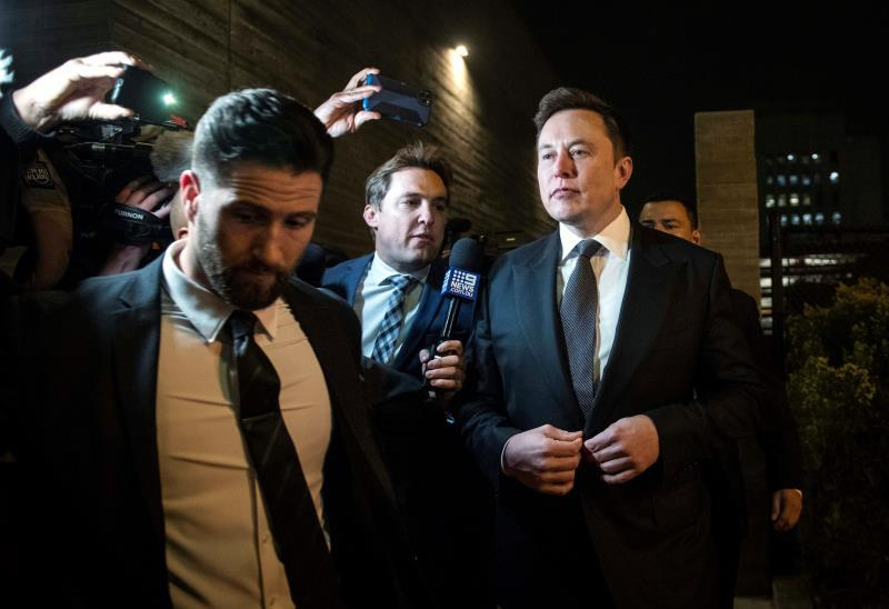 Tesla and SpaceX CEO Elon Musk (R) leaves after the first day of a trial against British diver Vernon Unsworth at the United States Courthouse in Los Angeles, California, USA. EFE/EPA/CHRISTIAN MONTERROSA