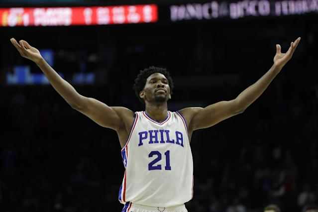 """<a class=""""link rapid-noclick-resp"""" href=""""/nba/players/5294/"""" data-ylk=""""slk:Joel Embiid"""">Joel Embiid</a> drinks in the adulation of Sixers fans like it's a sweet, sweet Shirley Temple. (AP)"""