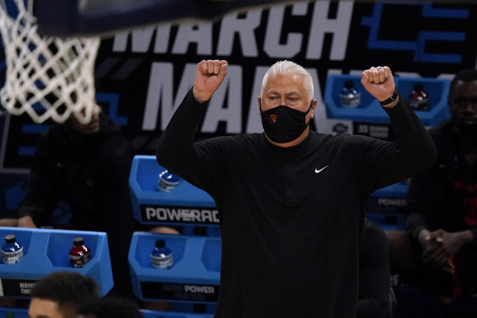 Oregon State head coach Wayne Tinkle reacts during the first half of a Sweet 16 game against Loyola Chicago in the NCAA men's college basketball tournament at Bankers Life Fieldhouse, Saturday, March 27, 2021, in Indianapolis. (AP Photo/Jeff Roberson)