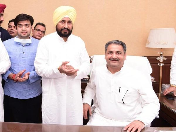 Vijay Inder Singla taking charge as PWD and Administrative Reforms Minister in Punjab