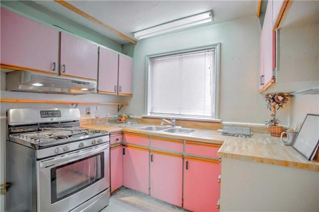 <p><span>357 O'Connor Dr., Toronto, Ont.</span><br> The kitchen includes a fridge and oven.<br> (Photo: Zoocasa) </p>