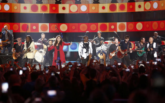 <p>Earth, Wind & Fire and Lady Antebellum perform at the conclusion of the CMT Music Awards at Music City Center on Wednesday, June 7, 2017, in Nashville, Tenn. From left are, Verdine White, Hillary Scott, Philip Bailey Jr., Dave Haywood and Ralph Johnson. (Photo by Wade Payne/Invision/AP) </p>