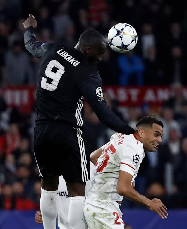 Soccer Football - Champions League Round of 16 First Leg - Sevilla vs Manchester United - Ramon Sanchez Pizjuan, Seville, Spain - February 21, 2018 Manchester United's Romelu Lukaku in action with Sevilla's Gabriel Mercado REUTERS/Juan Medina