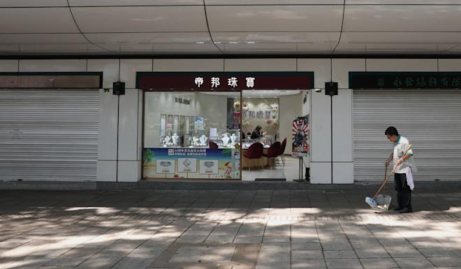 A cleaner seen at Park Lane Shopper's Boulevard in Tsim Sha Tsui. Photo: Nora Tam