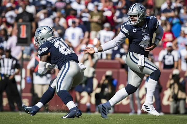 Dallas Cowboys quarterback Dak Prescott hands the ball off to Ezekiel Elliott in a 31-21 NFL victory over the Washington Redskins (AFP Photo/Scott Taetsch)