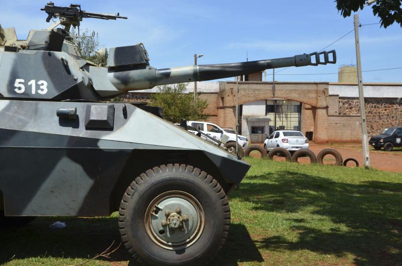 """A police tank guards at Pedro Juan Caballero city jail main entrance in Paraguay, Sunday, Jan. 19, 2020. Dozens of inmates escaped from this prison early morning, mostly of Brazil's criminal group PCC, """"Capital First Command."""" (AP Photo/Marciano Candia)"""