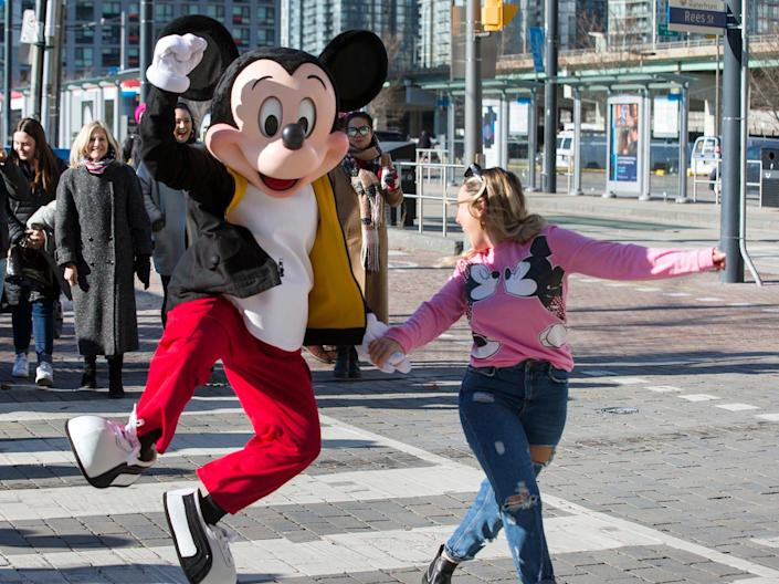 mickey mouse happy disney world reopen