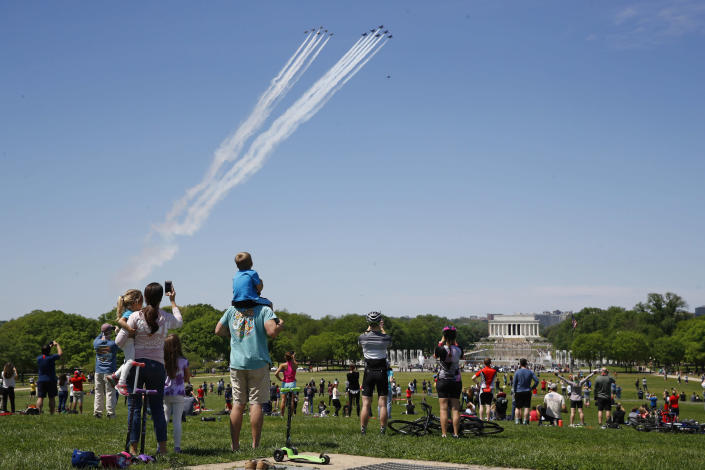 Image: National Mall social distancing violations (Patrick Semansky / AP)