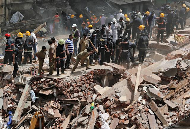<p>Firefighters and rescue workers search for survivors at the site of a collapsed building in Mumbai, India, Aug. 31, 2017. (Photo: Shailesh Andrade/Reuters) </p>