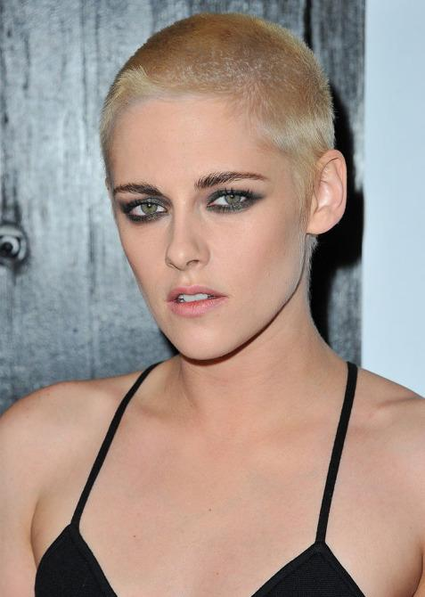 kristen stewart platinum buzz cut embed Kristen Stewart Now Has A Platinum Buzz Cut