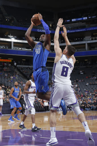 SACRAMENTO, CA - MARCH 27: Harrison Barnes #40 of the Dallas Mavericks goes to the basket against the Sacramento Kings on March 27, 2018 at Golden 1 Center in Sacramento, California. (Photo by Rocky Widner/NBAE via Getty Images)