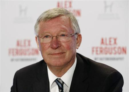Former Manchester United manager Alex Ferguson poses before a news conference for his new autobiography at the Institute of Directors in London October 22, 2013. REUTERS/Luke MacGregor/Files