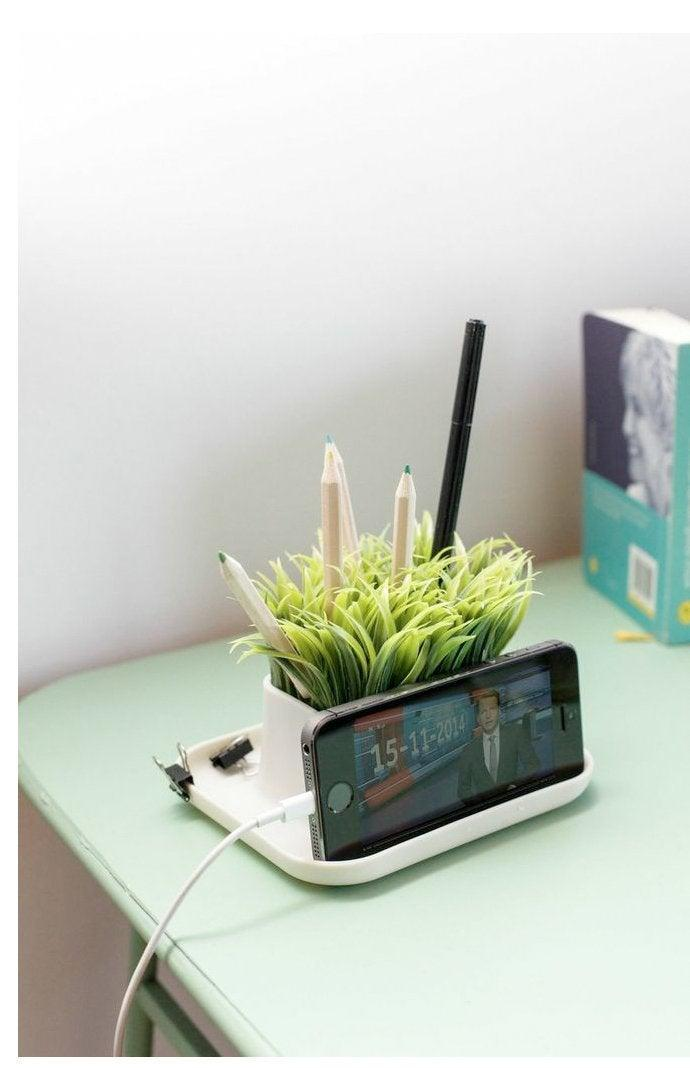 "<h3><a href=""https://amzn.to/34US48Y"" rel=""nofollow noopener"" target=""_blank"" data-ylk=""slk:Kikkerland Potted Pen Phone Stand"" class=""link rapid-noclick-resp"">Kikkerland Potted Pen Phone Stand</a></h3> <br>Add a touch of faux-greenery to your giftee's organization game with this potted pen and phone stand. <br><br><strong>Kikkerland</strong> Potted Pen Phone Stand, $, available at <a href=""https://amzn.to/34US48Y"" rel=""nofollow noopener"" target=""_blank"" data-ylk=""slk:Amazon"" class=""link rapid-noclick-resp"">Amazon</a>"
